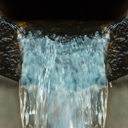 Novo marco legal do saneamento básico prevê a abertura de licitação para serviços de água e esgoto - Getty Images