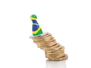 https://conteudo.imguol.com.br/c/noticias/45/2017/05/10/crise-economica-recessao-economia-brasileira-1494450789559_v2_300x225.jpg
