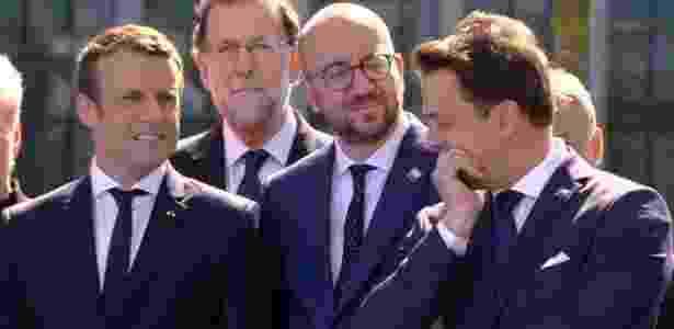25.mai.2017 - O presidente francês, Emmanuel Macron, e os premiês Charles Michel (Bélgica) e Xavier Bettel (Luxemburgo) se entreolharam e conversaram entre si enquanto Donald Trump cobrava os líderes da Otan em discurso - Reprodução/Sky News - Reprodução/Sky News