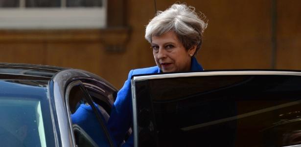 9.jun.2017 - A primeira-ministra Theresa May deixa o Palácio de Buckingham, em Londres, após audiência com a rainha Elizabeth 2º