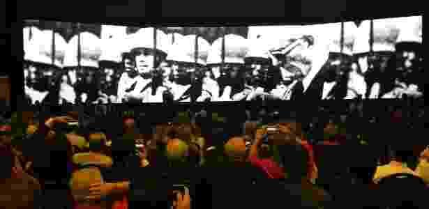 Peemedebistas assistem a vídeo sobre histórico do partido durante convenção nacional do partido, em Brasília - Gustavo Maia/UOL
