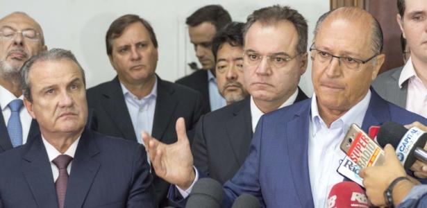 Geraldo Alckmin ao lado do secretário da Segurança, Mágino Barbosa Alves Filho