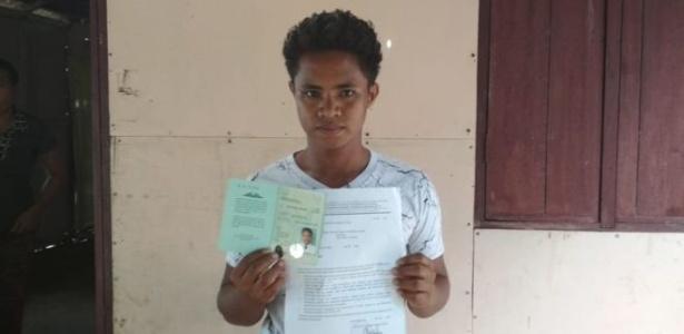 24.set.2018 - Aldi Novel Adilang foi resgatado por navio com bandeira panamenha - Eva Aruperes/BBC