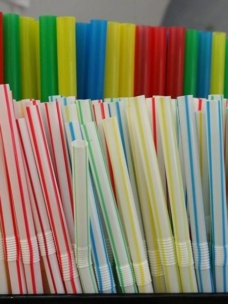 Uso de canudos plásticos pode ser proibido na cidade de São Paulo - Wikimedia Commons