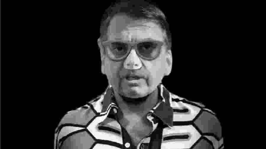 """Máscara de Jair Bolsonaro, vendida no Carnaval de 2019. Chegou a hora de presidente rasgar a fantasia do """"capitão contra o """"establishment"""" e começar a efetivamente governar, segundo as regras da democracia. Até agora, ele não o fez - Clauber Larre/Folhapress"""