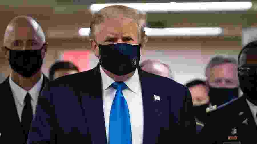 Donald Trump usando máscara em público  - ALEX EDELMAN / AFP