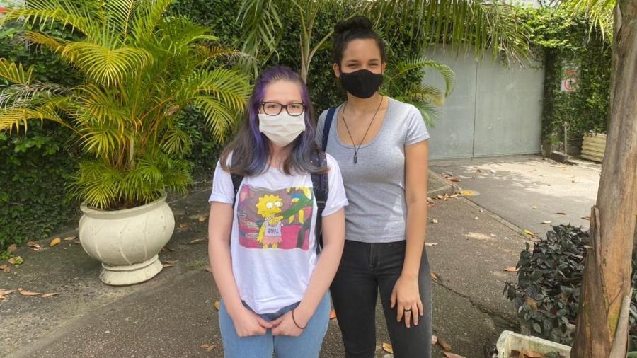 As estudantes Raíssa da Silva e Isabela Medeiros, que fazem o Enem na PUC-Rio - Tatiana Campbell/UOL