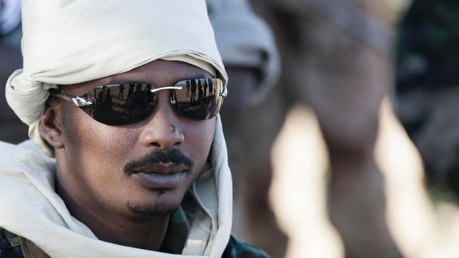 Arquivo - Mahamat Idriss Déby assumiu o governo com plenos poderes, apesar de sua inexperiência - Kenzo Tribouillard/AFP