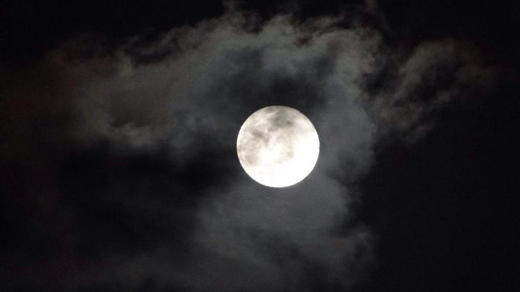 La imagen de la luna llena en un fenómeno similar a lo que sucederá este mes - Midori Endo / vía WhatsApp - Midori Endo / vía WhatsApp