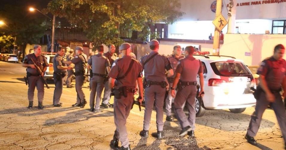 12.mar.2016 - Polícia Militar invade ato em apoio ao ex-presidente Lula realizado na noite de sexta (11) na sede do Sindicato dos Metalúrgicos do ABC, acusam movimentos sociais