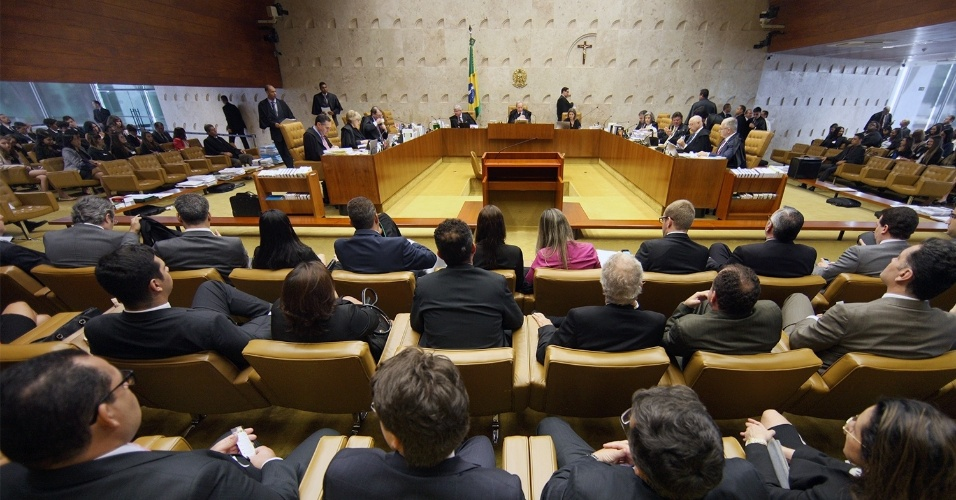 """19.mai.2016 - Em sessão nesta quinta-feira, os ministros do STF (Supremo Tribunal Federal) decidiram suspender provisoriamente a lei que liberava o uso da fosfoetanolamina sintética, conhecida como """"pílula do câncer"""". O uso tinha sido autorizado por uma lei aprovada no Congresso Nacional e sancionada pela presidente afastada Dilma Rousseff em abril"""