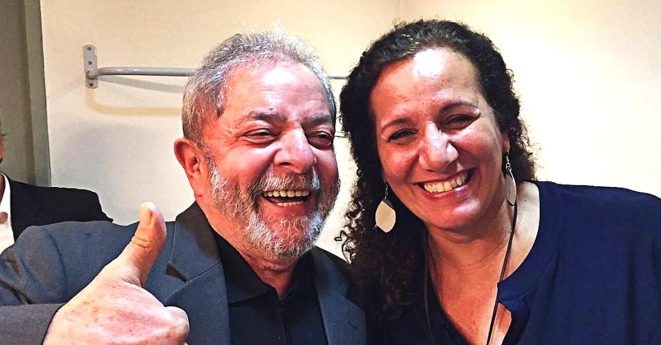 6.jun.2016 - O ex-presidente Luiz Inácio Lula da Silva e a deputada federal Jandira Feghali (PCdoB-RJ) em evento na Fundição Progresso, no Rio de Janeiro