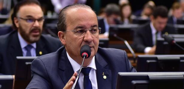 Deputado Jorginho Mello (PR-SC) durante reunião da CCJ