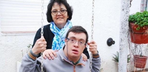 A professora Rosita Guizzardi com Pablo Liberini, adotado por ela recentemente