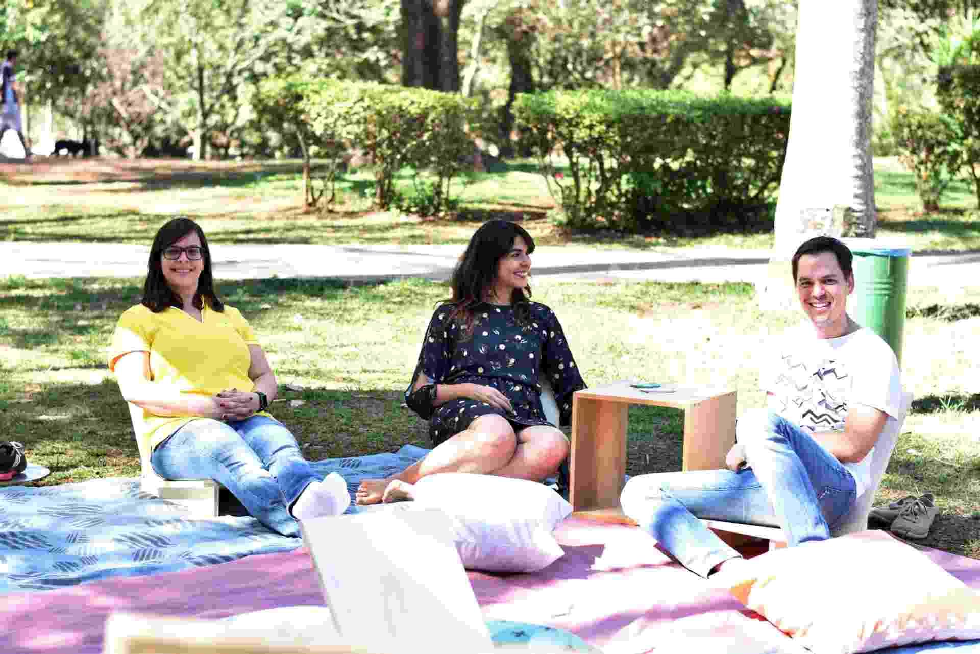 Ludmyla Almeida, Harissa Bittar e Guilherme Fiorotto são sócios da Convescote, empresa que fornece mobiliário e decoração para piqueniques e festas ao ar livre em São Paulo - Divulgação