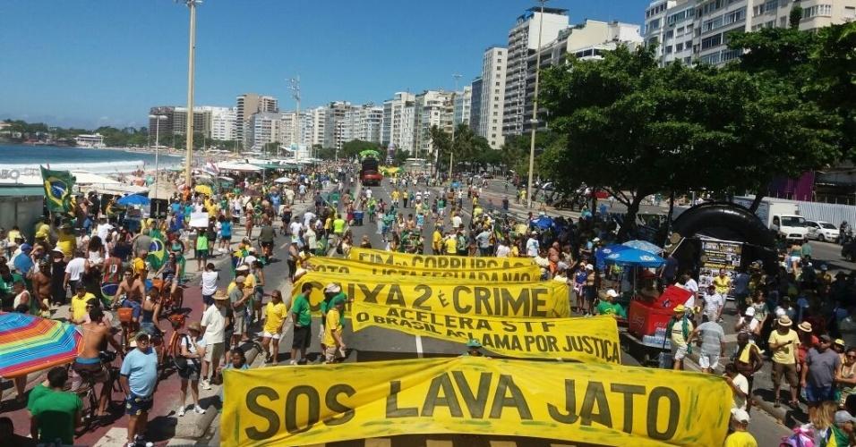 26.mar.2017 - Manifestantes protestam em Copacabana, no Rio de Janeiro