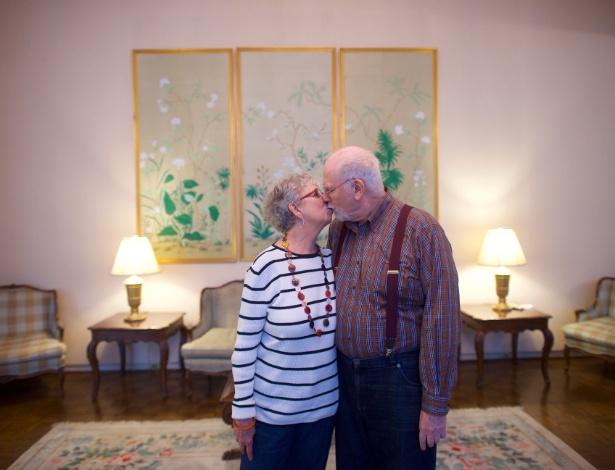 Karen Kanter e Stan Tobin, que moram juntos desde 2004 sem se casar, em sua casa na Filadélfia