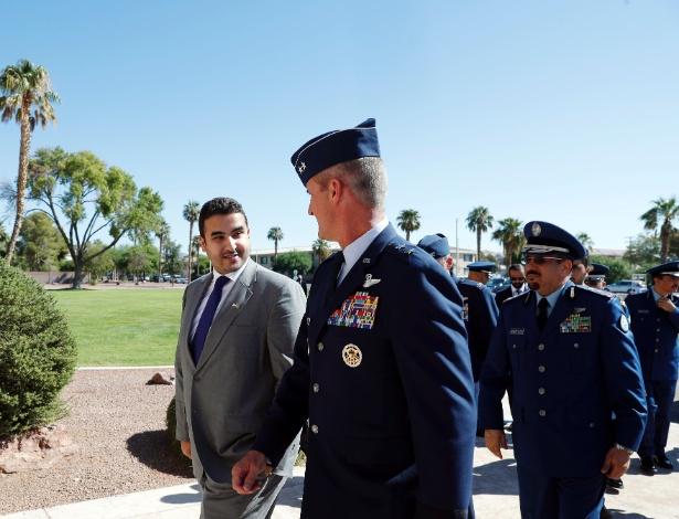 Príncipe saudita Khalid bin Salman com a força aérea americana, em base aérea de Las Vegas