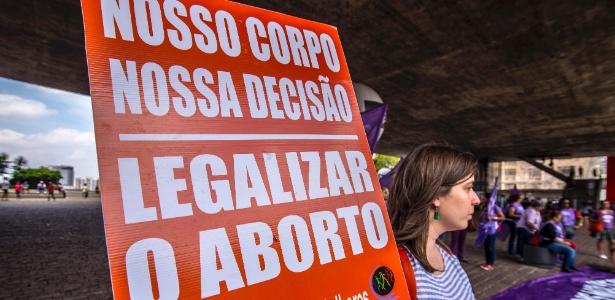 Mulheres protestam contra PEC 181, que pode proibir o aborto em todos os casos, no vão livre do Masp, em São Paulo