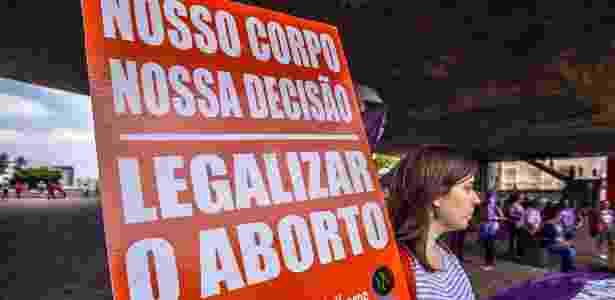 Mulheres protestam contra PEC 181, que pode proibir o aborto em todos os casos, no vão livre do Masp, em São Paulo - Cris Faga - 5.dez.2017/Fox Press Photo/Estadão Conteúdo