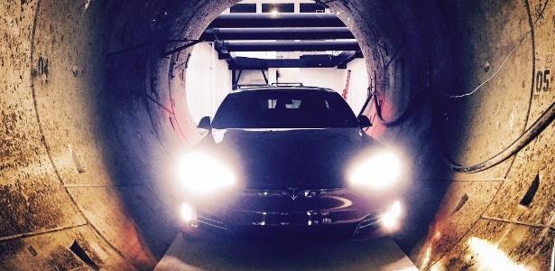 Elon Musk já havia compartilhado fotos de um Tesla dentro do túnel da Boring Company - Instagram/Reprodução