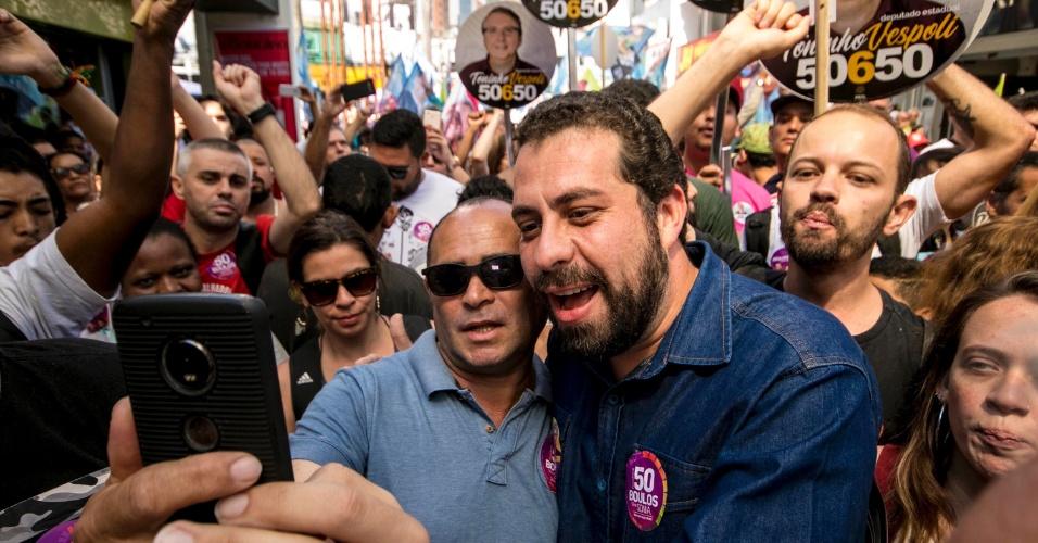 O Candidato do Psol à Presidência da República, Guilherme Boulos, faz caminhada de campanha no centro de Santo André, na Grande São Paulo, neste sábado (1). Boulos estava acompanha pelo deputado federal, Ivan Valente (Psol-SP)