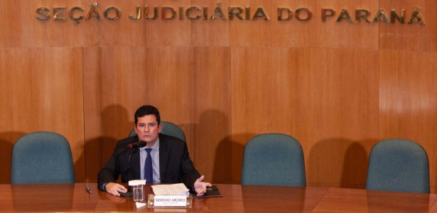 6.nov.2018 - O juiz Sergio Moro durante entrevista concedida a jornalistas em Curitiba