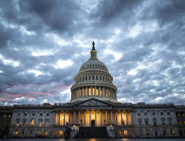 Capitólio dos EUA ao pôr do sol no dia das eleições