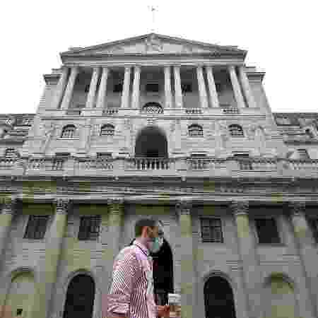 Sede do Banco da Inglaterra em Londres, que aumentou o programa de compra de ativos para estimular a economia britânica - TOBY MELVILLE/Reuters