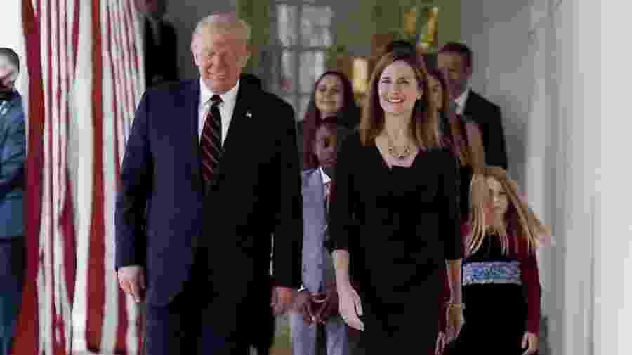 O presidente dos Estados Unidos, Donald Trump, e a juíza Amy Coney Barrett - Olivier Douliery/AFP