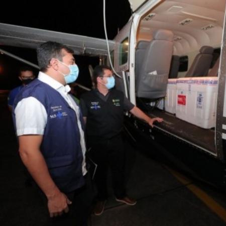 Governador do Amazonas acompanha chegada de mais 76 mil doses de vacinas contra a covid-19 - Diego Peres/Secom