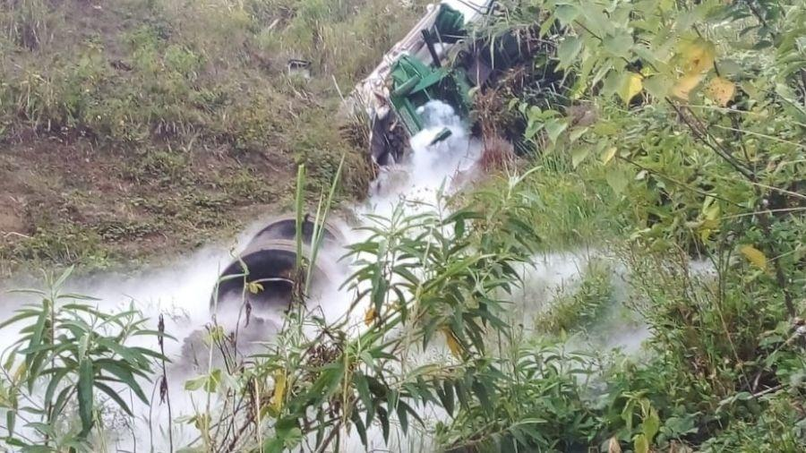 Duas pessoas foram resgatas com ferimentos leves em acidente com carga de oxigênio em MG - Divulgação/Corpo de Bombeiros