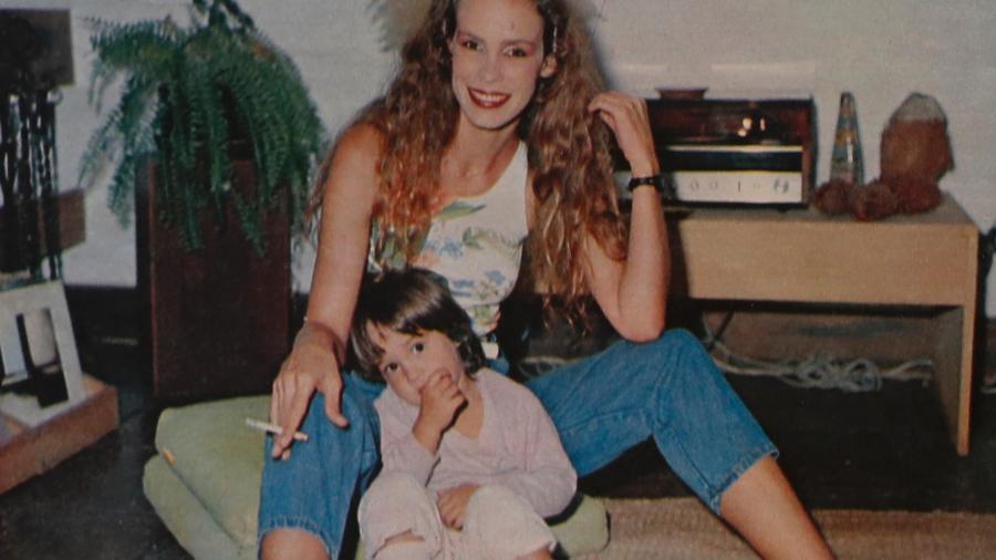 Com Natasha, em casa - Reprodução/Revista Manchete