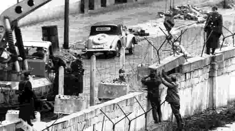Construção do muro de Berlim: a Stasi existiu por quatro décadas, quando a Alemanha era dividida em Oriental, de influência comunista, e Ocidental, capitalista - Getty Images - Getty Images