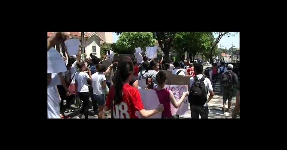 Estudantes protestam em Jundiaí contra mudanças na rede estadual de ensino proposta pela Secretaria da Educação de SP