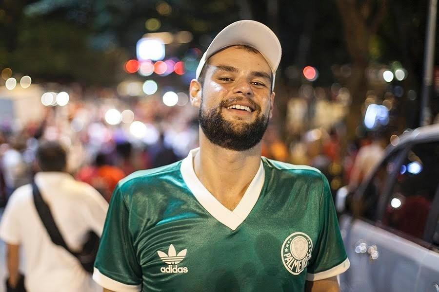 """""""Estou aqui em defesa da democracia. Acho que o ex-presidente Lula é o melhor nome no momento para ocupar a Casa Civil do governo federal. Ele tem condição de salvar a esquerda dentro do governo e também aprimorar a articulação política dentro do Congresso Nacional."""" João Carlos Ferreira, 35 anos, sociólogo"""