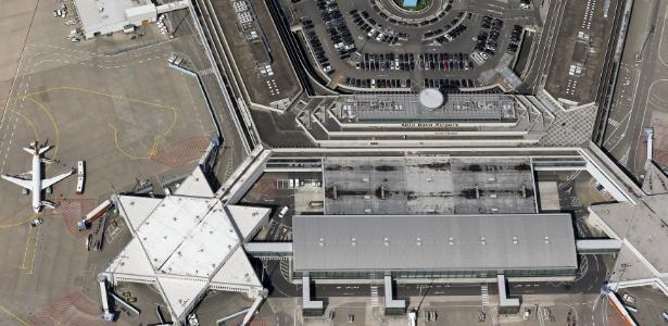 Foto aérea mostra o aeroporto Konrad Adenauer, que atende as cidades de Colônia e Bonn, na Alemanha, e poderia ser um alvo do EI