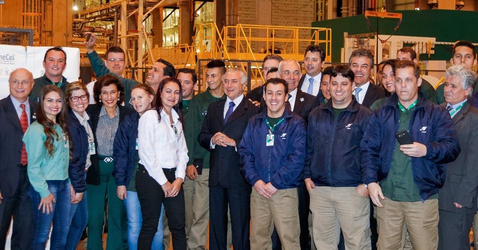 """28.jun.2016 - O presidente interino, Michel Temer (PMDB), participa de cerimônia de inauguração da nova fábrica de celulose da Klabin, em Ortigueira (PR). No local, Temer disse que seu governo está """"pregando a pacificação nacional"""""""