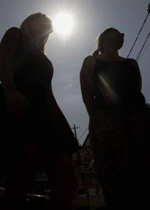 Vítimas de arrastão na Linha Vermelha prestam queixa na Delegacia de São Cristovão