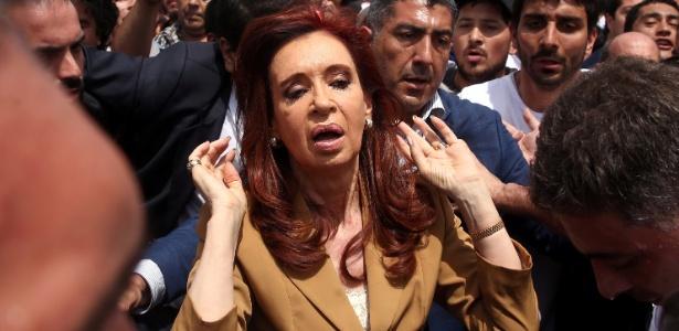 A ex-presidente da Argentina, Cristina Kirchner, deixa tribunal em Buenos Aires, na Argentina