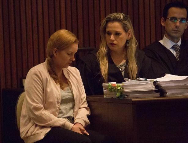 01.dez.2016 - Elize Matsunaga (à esq.) durante julgamento realizado no Fórum Criminal da Barra Funda, na zona oeste da capital paulista, nesta quinta-feira