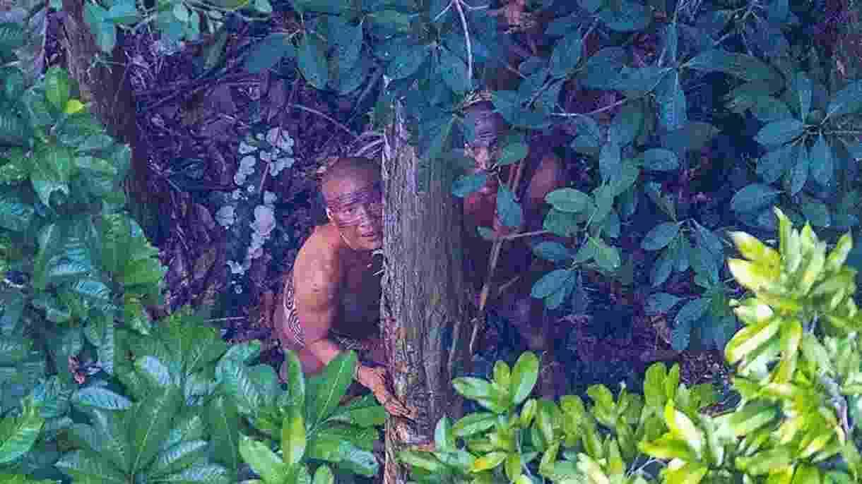 18.dez.2016 - O fotógrafo brasileiro Ricardo Stuckert fez no domingo (18) o registro raro de uma tribo que vive isolada no Acre, próxima da fronteira com o Peru - Ricardo Stuckert