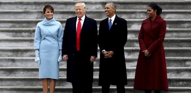 20.jan.2017 - Após tomar posse, Trump e Obama posam para fotos nas escadarias externas do Capitólio - Rob Carr/Reuters