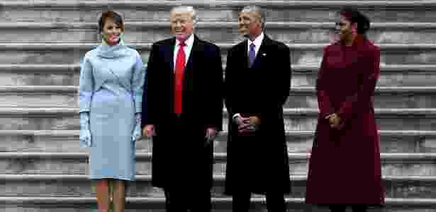 20.jan.2017 - Após tomar posse, Trump e Obama posam para fotos nas escadarias externas do Capitólio - Rob Carr/Reuters