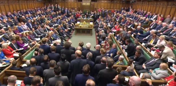 Parlamento britânico se reúne para votar pela antecipação das eleições legislativas