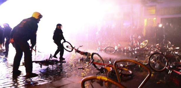 Hamburgo teve noite de protestos e detenções no encerramento do G20 - REUTERS/Pawel Kopczynski