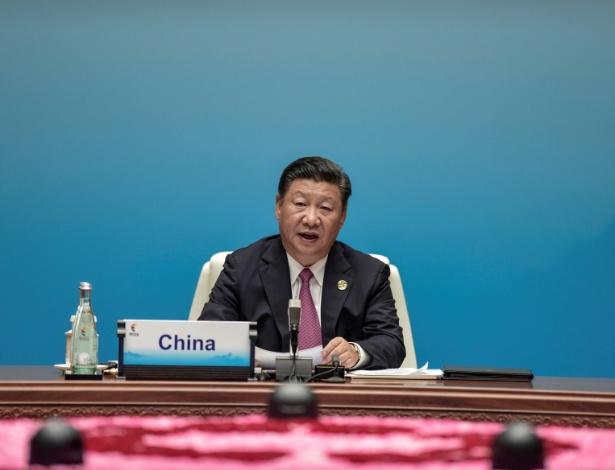 O presidente chinês, Xi Jinping, discursa em reunião dos países membros dos Brics