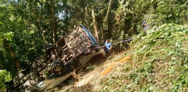 Acidente com micro-ônibus que saiu de Limeira (SP) para Ubatuba, no litoral norte de SP, deixou três mortos e 30 feridos