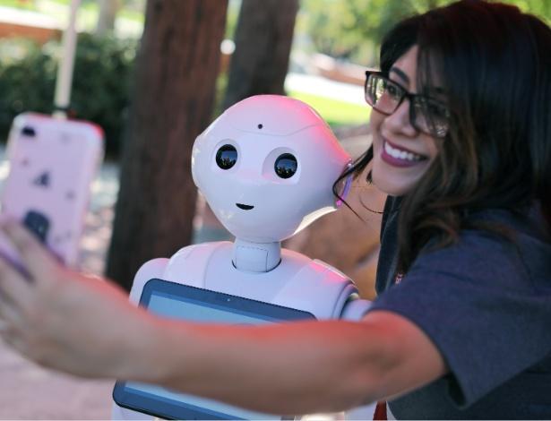 Humanos transferem para robôs preconceitos raciais nutridos contra negros, mostra pesquisa. - Mike Blake/reuters
