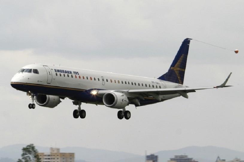 Avião modelo E195, da Embraer